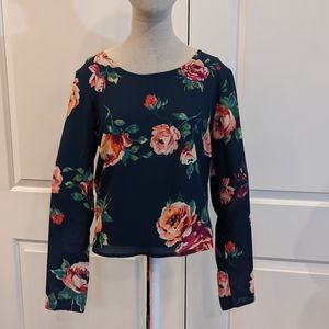 NWT Everly navy flower blouse - PM101